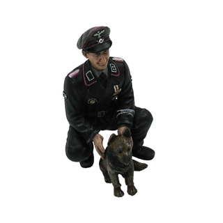 Figure Colonel Otto Paetsch with Dog 1/16